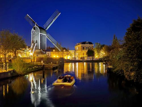 Leiden Canal Blue Hour Photography Tour
